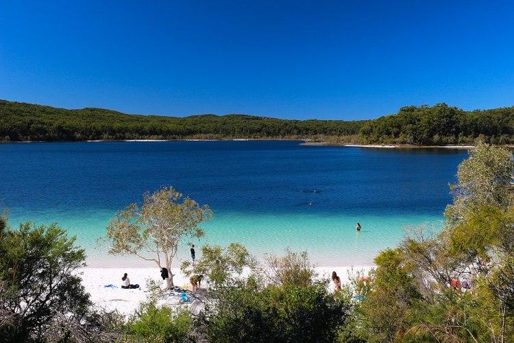 1024px-Australia,_Queensland,_Fraser_Island,_Lake_McKenzie