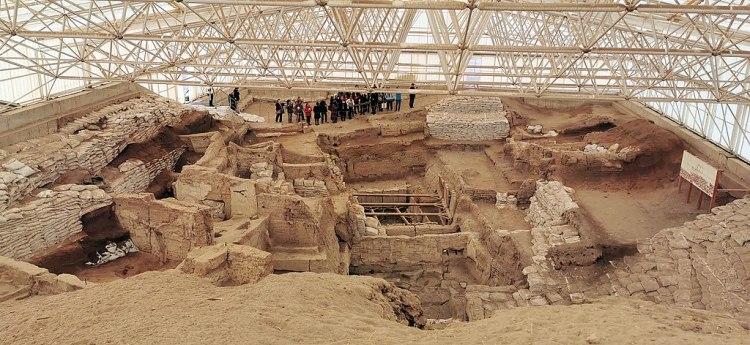 1024px-Çatalhöyük,_7400_BC,_Konya,_Turkey_-_UNESCO_World_Heritage_Site,_08