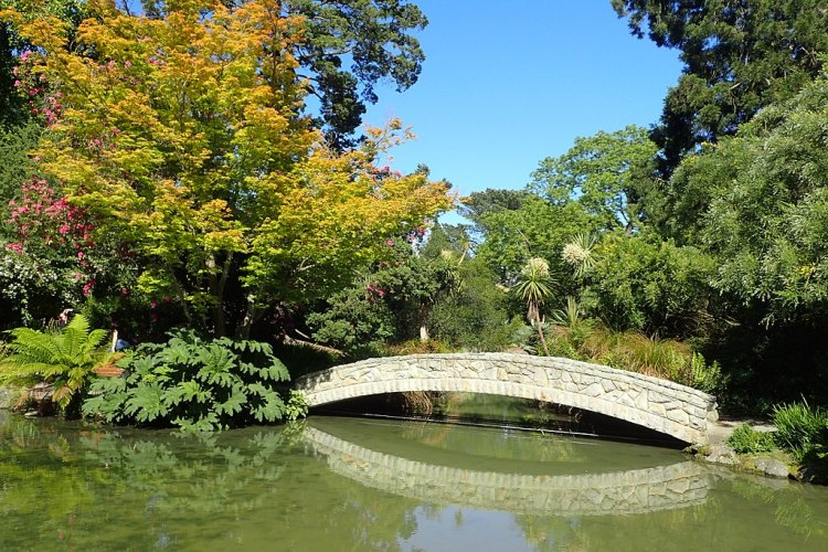 1024px-Christchurch_Botanic_Gardens_kz07