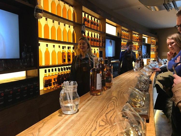 1024px-Irish_Whiskey_Museum_bar