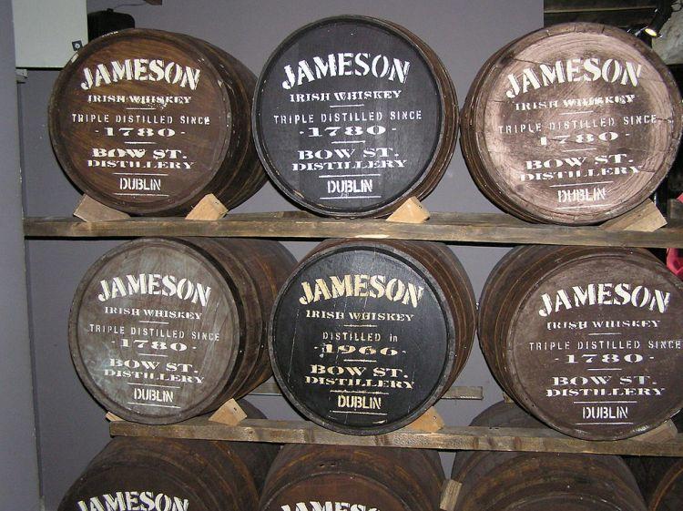 1024px-Jameson_Barrels_in_Dublin