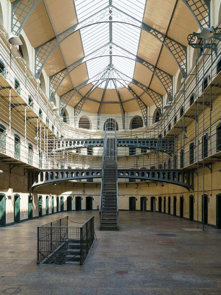 1024px-Kilmainham_Gaol_Main_Hall_2016-06-03.jpg