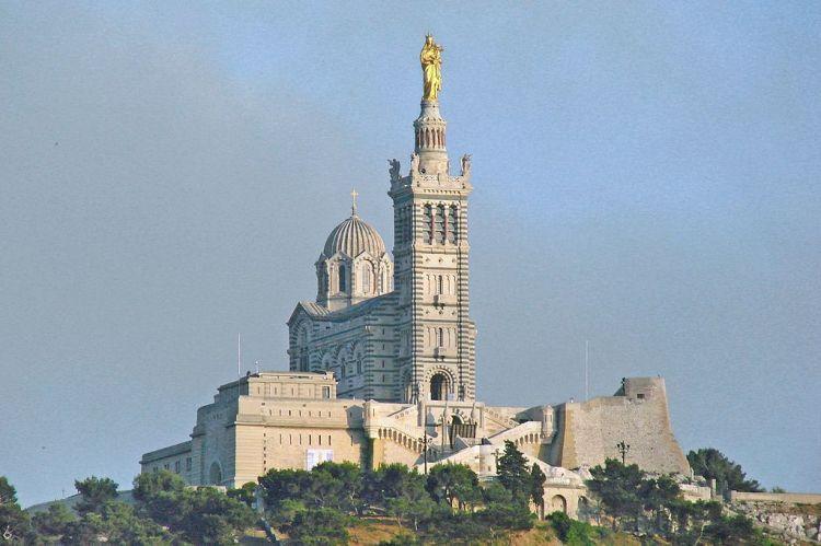 1024px-La_basilique_Notre-Dame-de-la-Garde_(Marseille)_(14245234112)