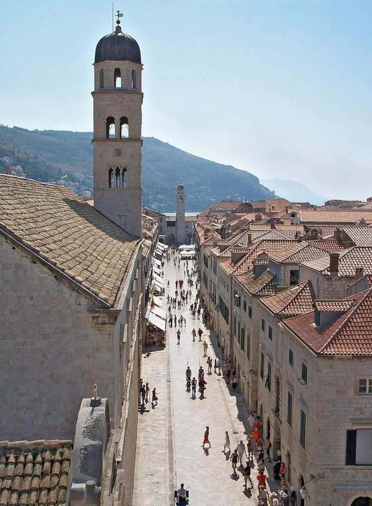 1024px-Main_street-Dubrovnik-2.jpg
