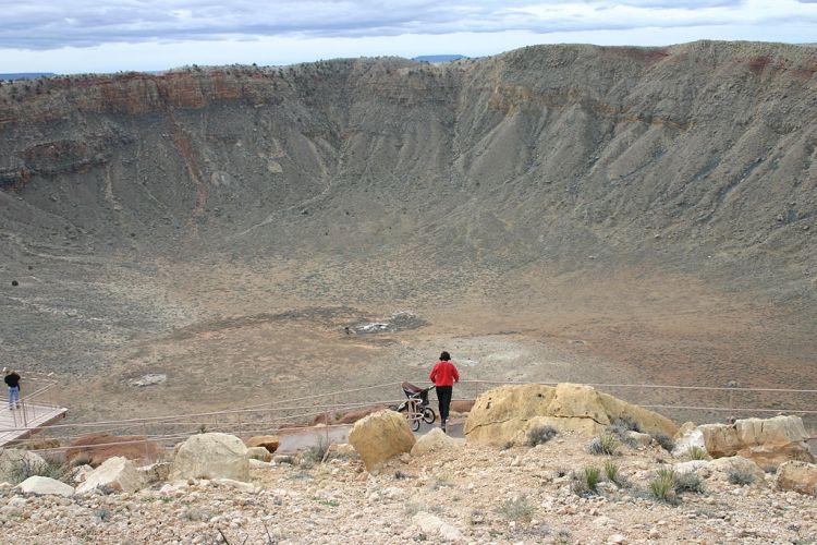 1024px-Meteor_Crater,_Arizona