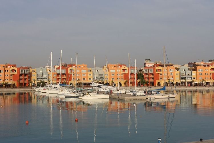 1024px-Morning_at_Hurghada_Marina