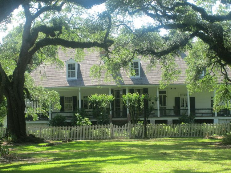 1024px-Oakland_Plantation_from_the_highway_IMG_3480