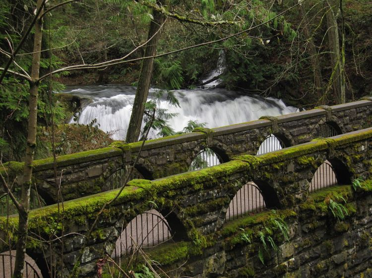 1024px-Old_Stone_Bridge_Whatcom_Falls_Park_Bellingham_Washington