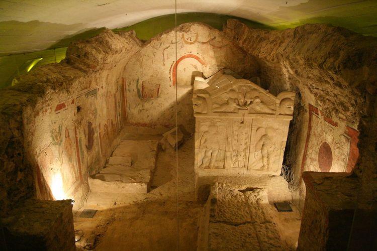 1024px-Pécs_-_Early_Christian_Mausoleum_02