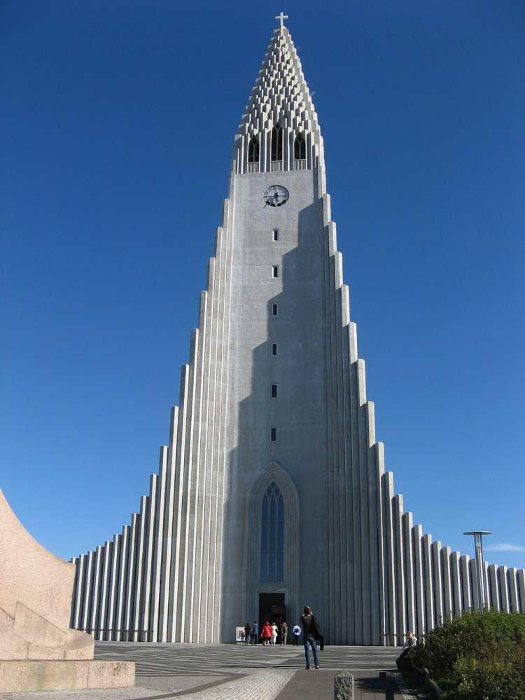 1024px-Reykjavik's-church.jpg