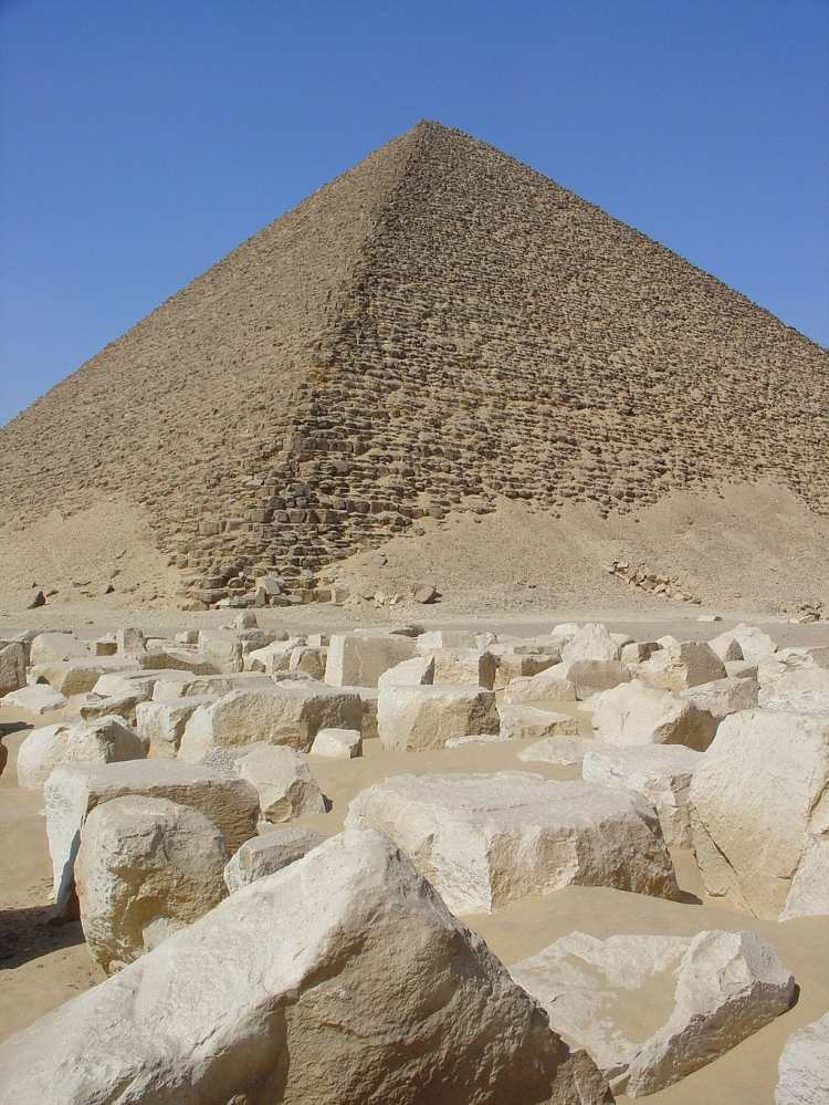 1024px-Snofrus_Red_Pyramid_in_Dahshur_(2)