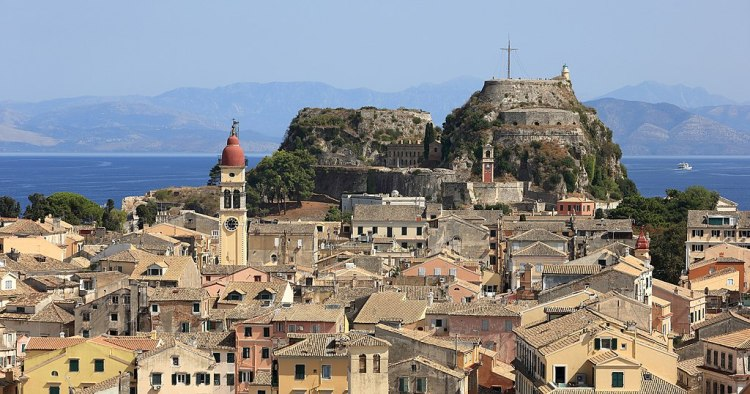 1024px-The_Old_Fortress_and_the_Old_Town_of_Corfu_-_September_2017