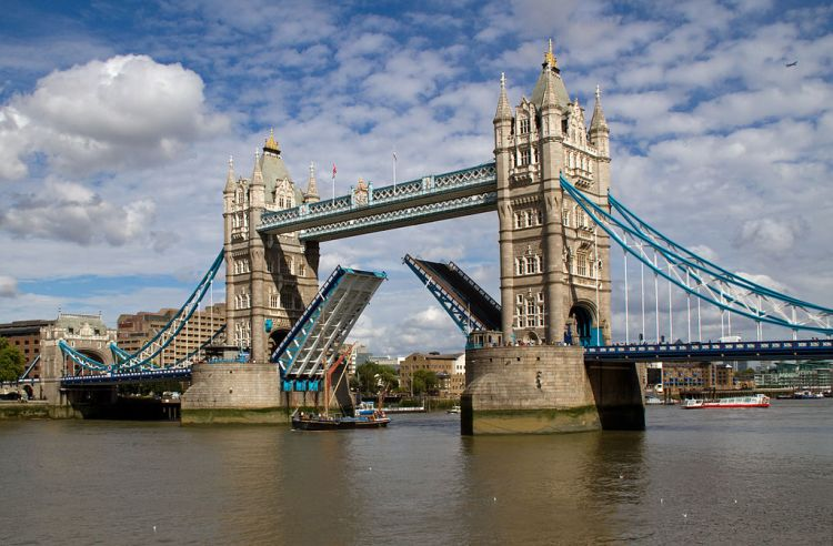 1024px-Tower_Bridge_Open_(6086268699)