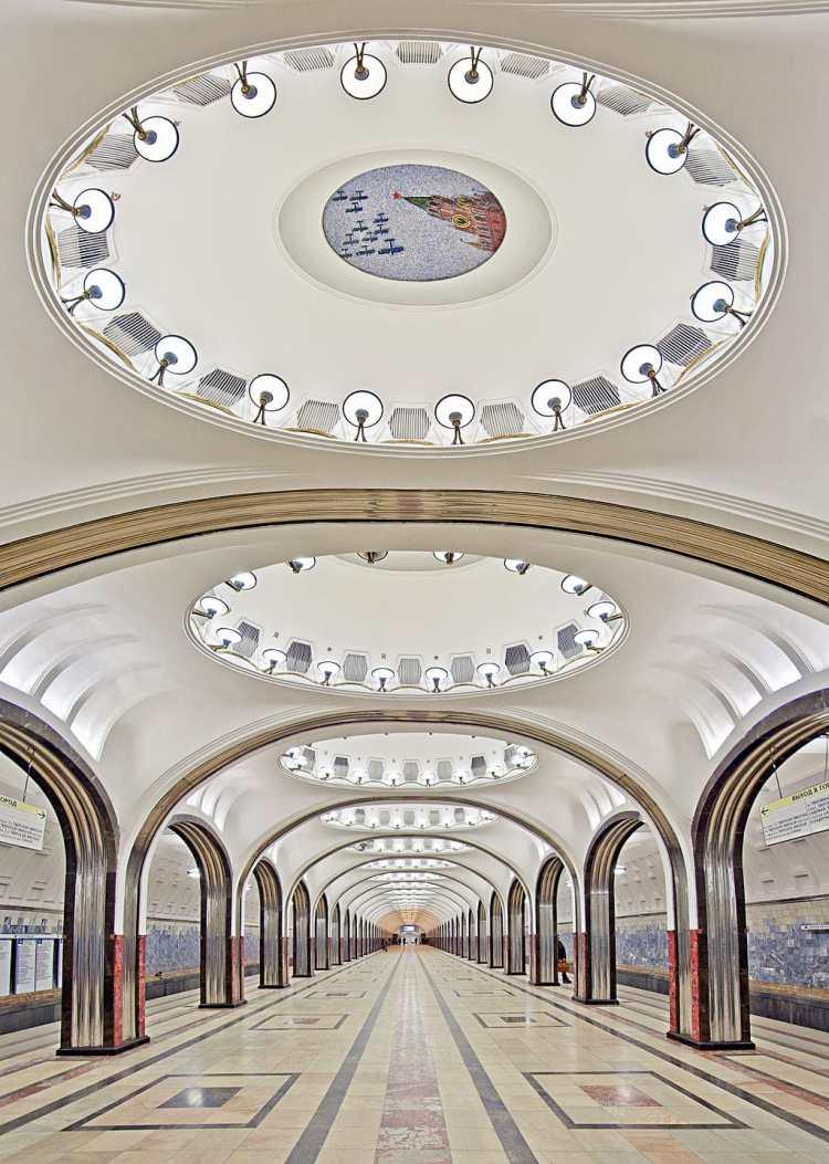 1024px-Vertical_panorama_of_the_Mayakovskaya_Metro_Station