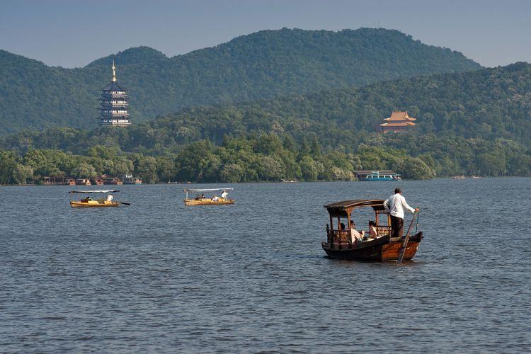 1024px-West_Lake_-_Hangzhou,_China