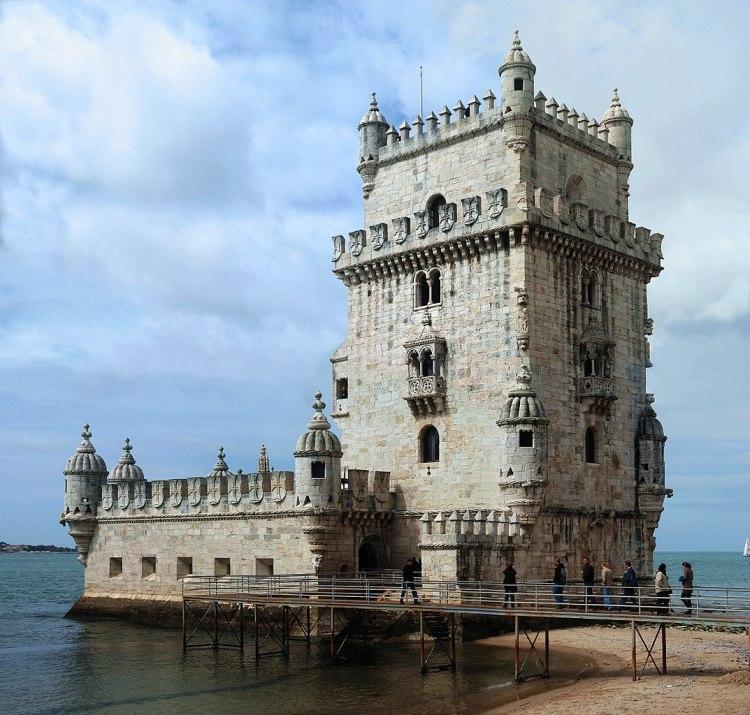 1073px-Torre_Belém_April_2009-4a
