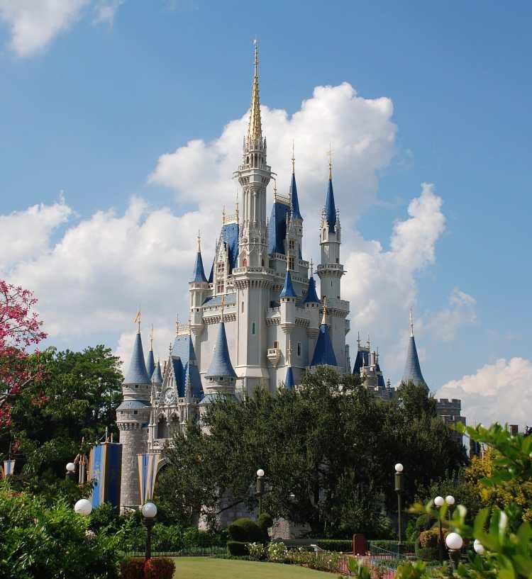 1280px-Cinderella_castle_day.jpg