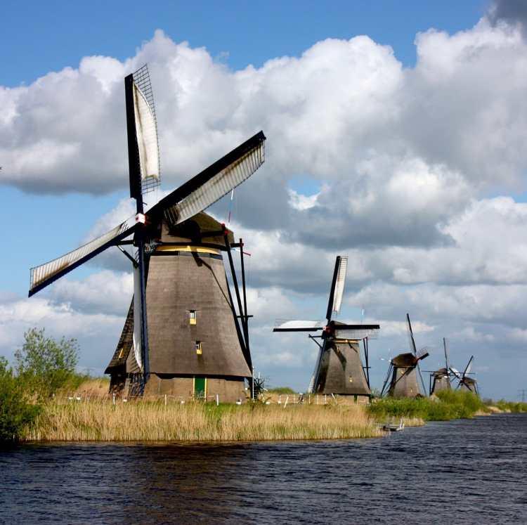 1280px-KinderdijkWindmills.jpg