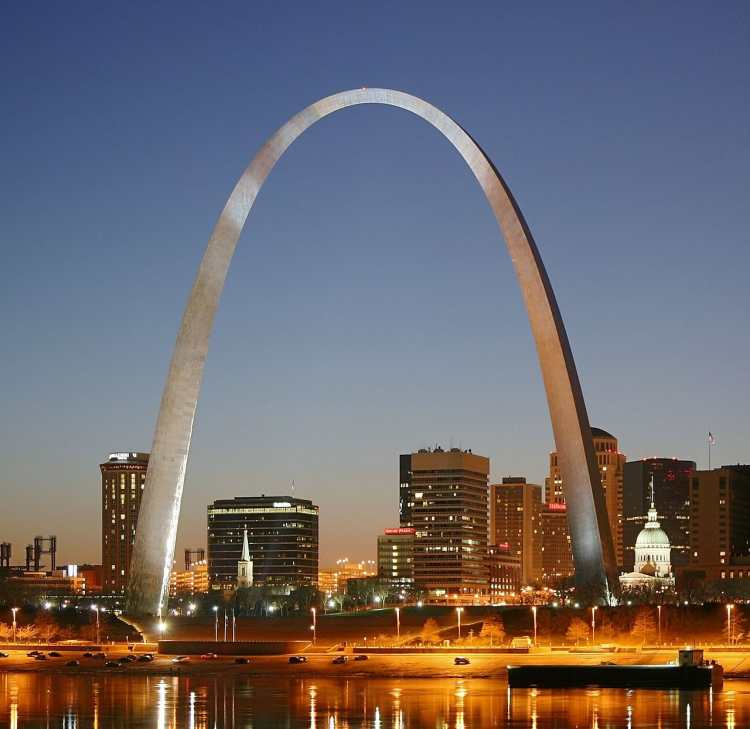 1280px-St_Louis_night_expblend_cropped.jpg