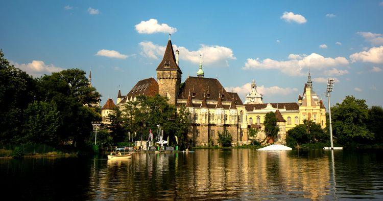 1599px-Vajdahunyad_Castle_In_Budapest