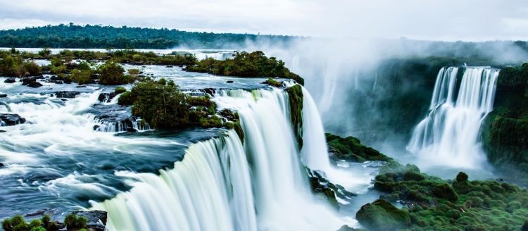 1600-Iguazu-Falls-Argentina-shutterstock_172190801