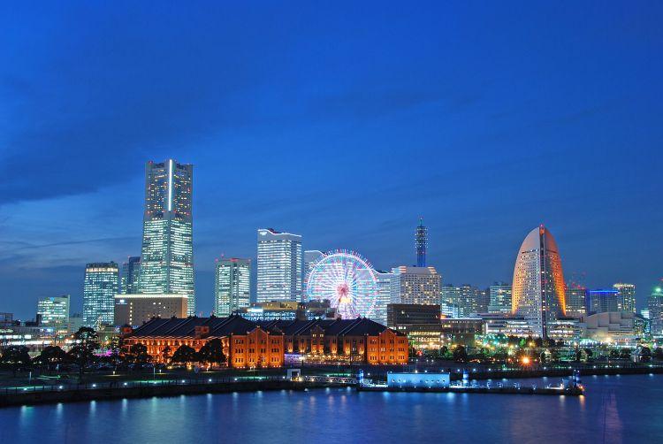 1600px-Minato_Mirai_In_Blue.jpg