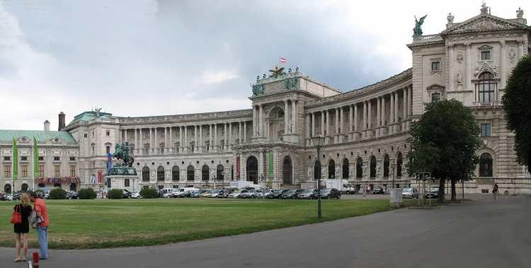 1920px-0101-0102_-_Wien_-_Naitonalbibliothek.jpg