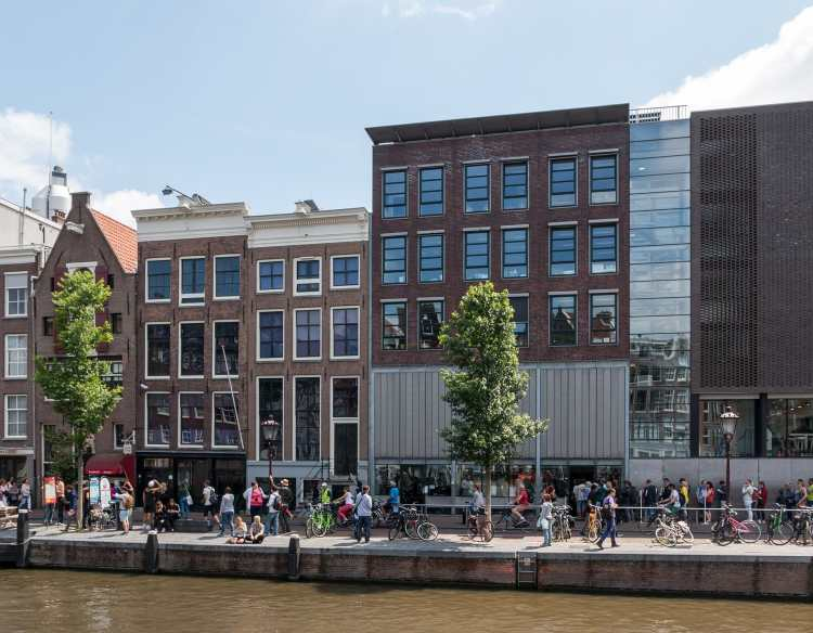 1920px-Amsterdam_(NL),_Anne-Frank-Huis_--_2015_--_7185.jpg