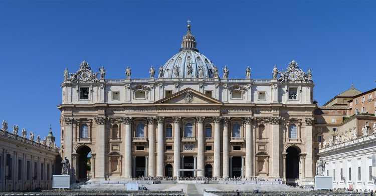 1920px-Basilica_di_San_Pietro_in_Vaticano_September_2015-1a.jpg