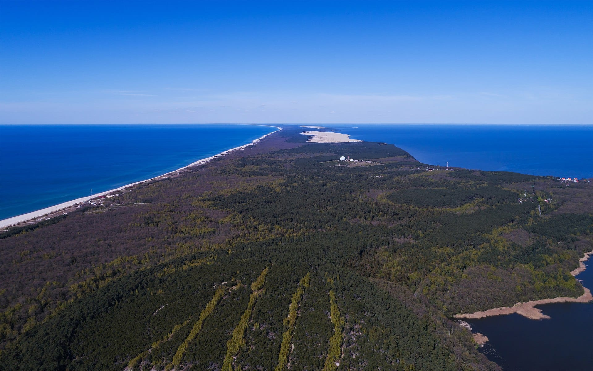 1920px-Curonian_Spit_NP_05-2017_img04_aerial_view_at_Muellers_Height