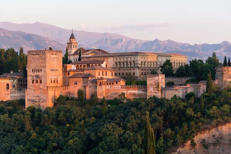 1920px-Dawn_Charles_V_Palace_Alhambra_Granada_Andalusia_Spain.jpg