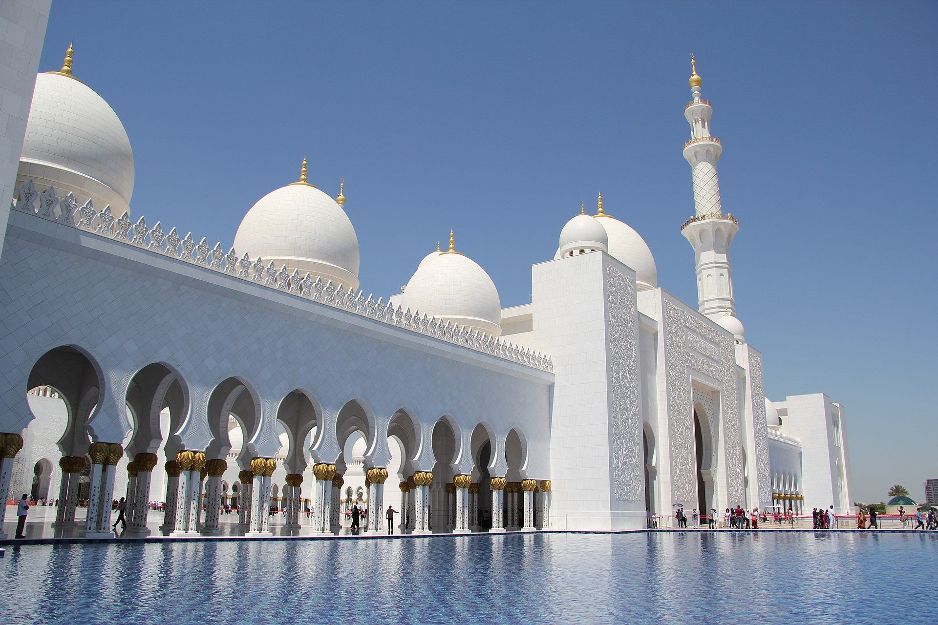 1920px-Front_of_Sheikh_Zayed_Mosque