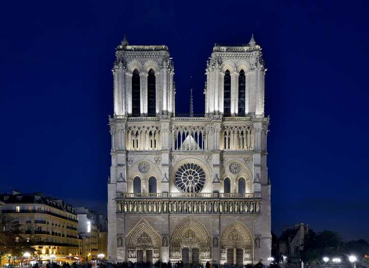 1920px-Notre_Dame_de_Paris_by_night