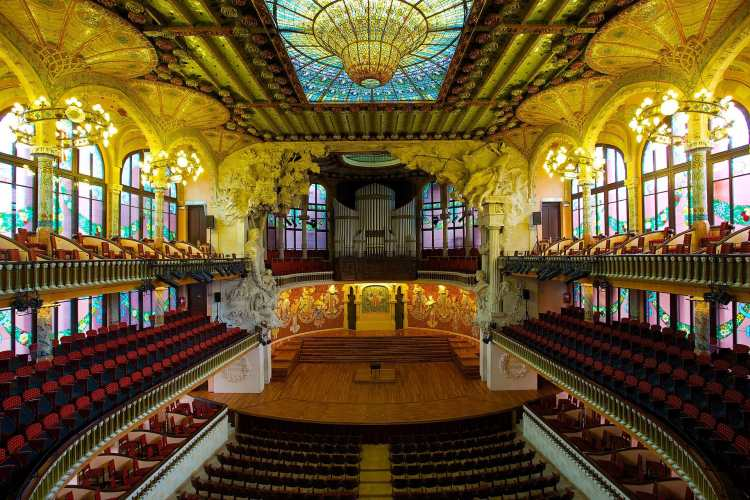 1920px-Palau_de_la_Música_Catalana,_the_Catalan_Concert_Hall.jpg