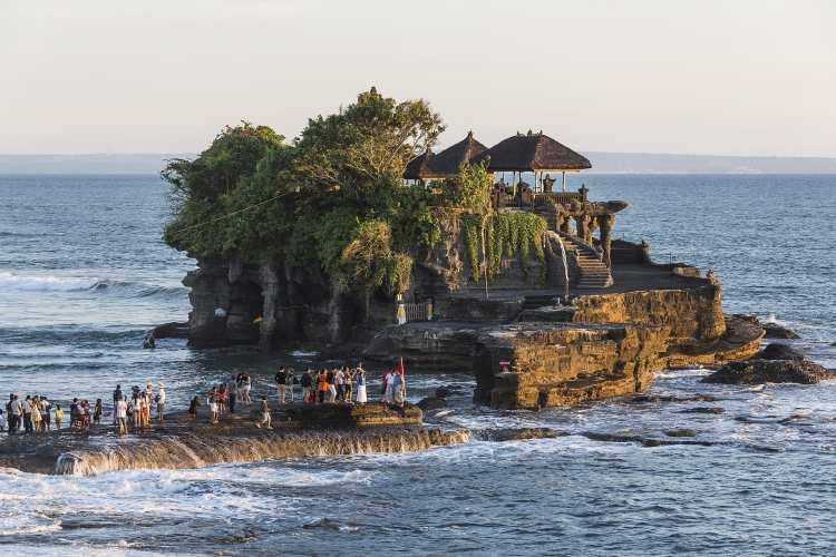 1920px-Tanah-Lot_Bali_Indonesia_Pura-Tanah-Lot-01