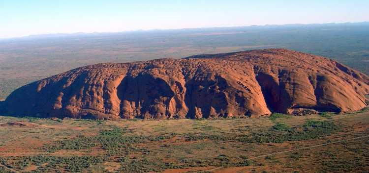 1920px-Uluru_(Helicopter_view)-crop.jpg