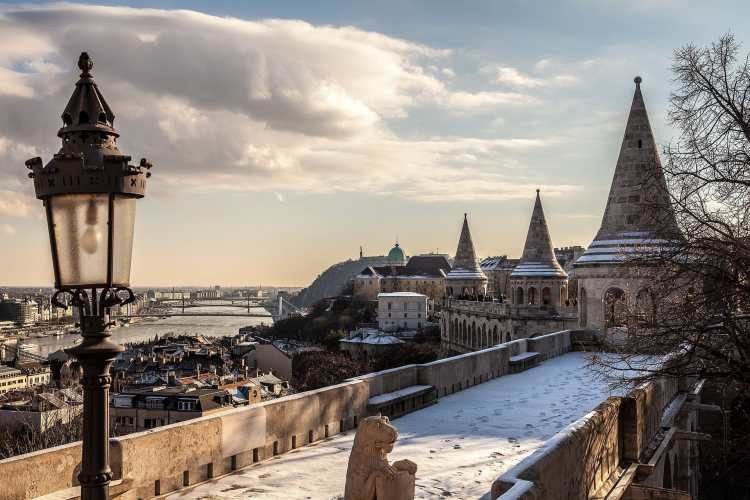 1920px-Views_from_Fisherman's_Bastion_toward_south._-_Budapest,_Hungary._-_62_365²_Observador_(8262965486)