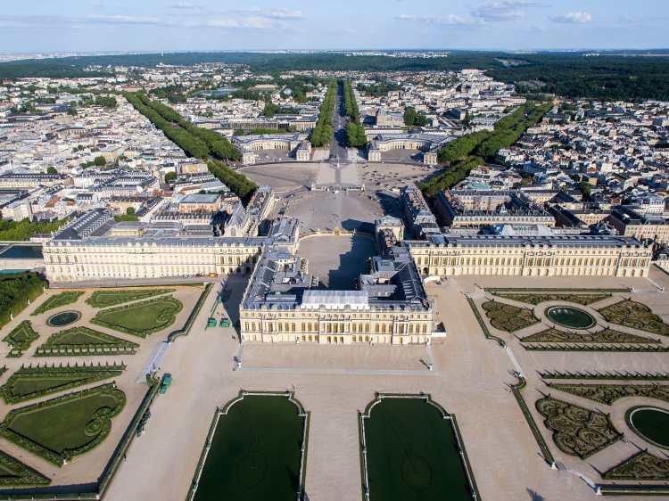 1920px-Vue_aérienne_du_domaine_de_Versailles_par_ToucanWings_-_Creative_Commons_By_Sa_3.0_-_073.jpg