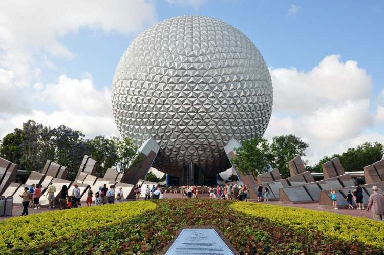 1_epcot_spaceship_earth_2010a.JPG