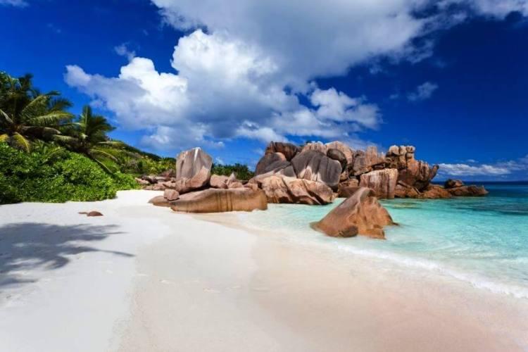 3-Anse-Coco-Beach-La-Digue-Island-Seychelles-10-Best-Beaches-in-Africa-via-authentic-hotel-seychelles.com_