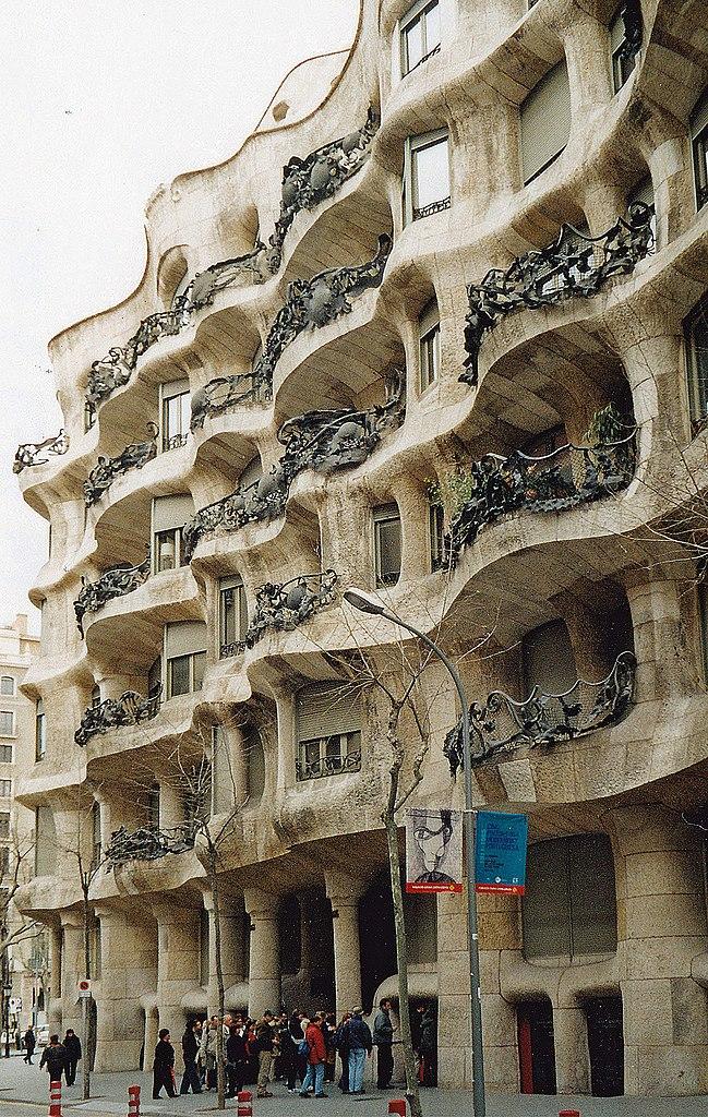 649px-E-Barcelona-Casa-Mila