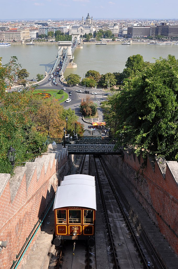 680px-Budapest_Funicular_R01
