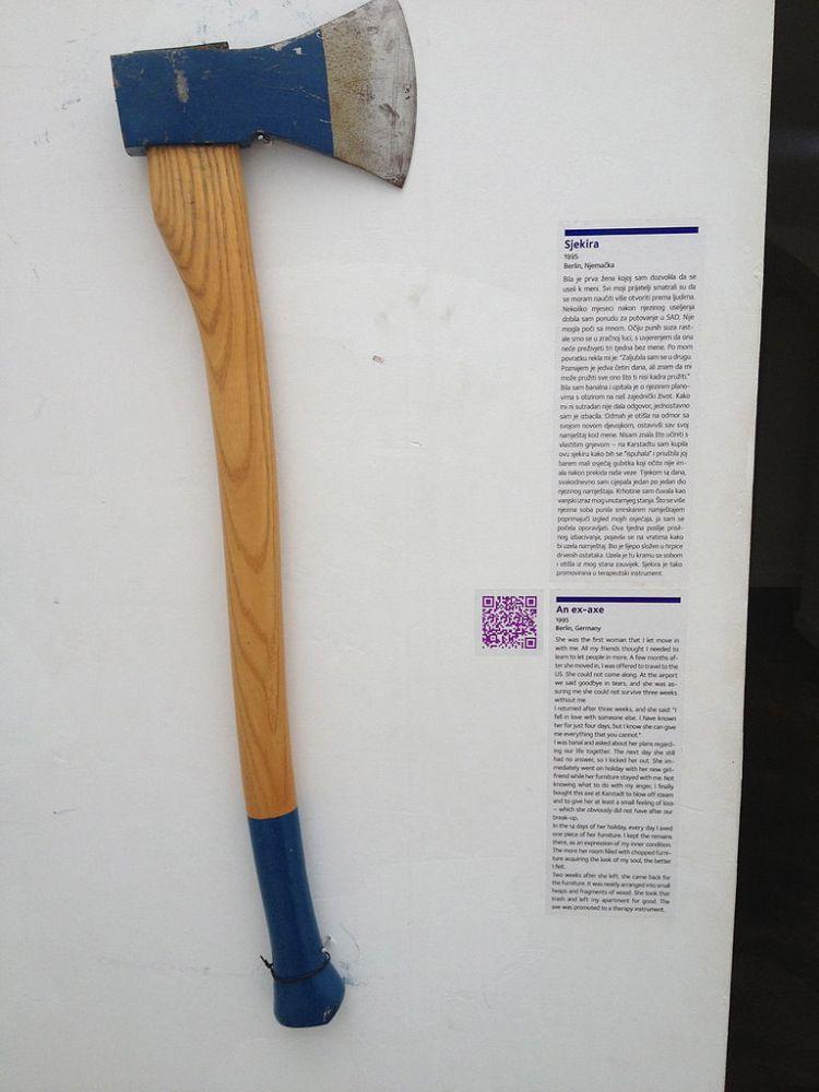 768px-Museum_of_Broken_Relationships_-_Ex-axe