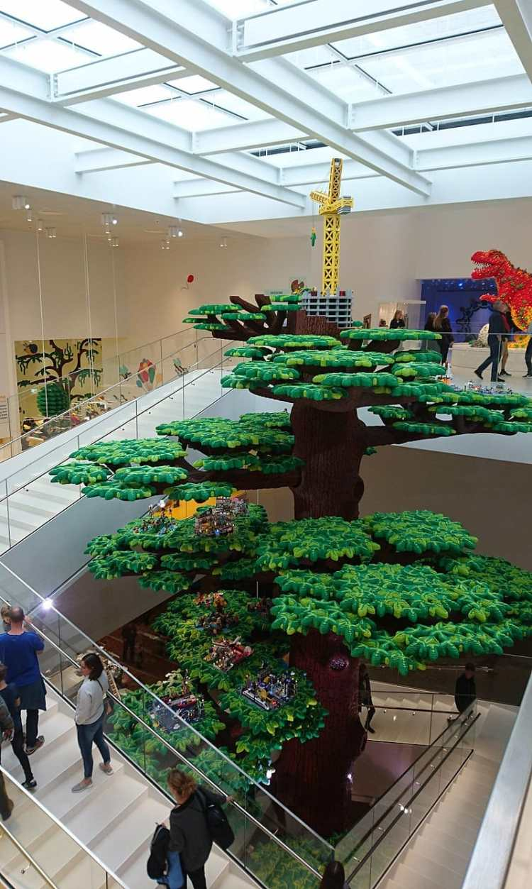 800px-Lego_House_-_Tree_Of_Creativity.jpg