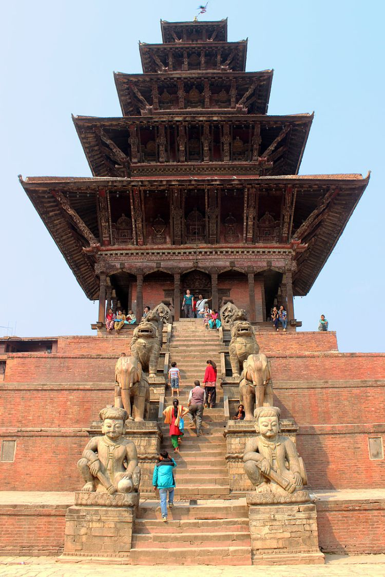 800px-Nyatapola_temple_–_Bhaktapur_–_01