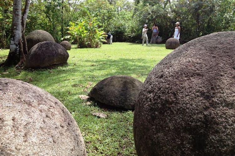800px-Parque_de_las_Esferas_de_Costa_Rica