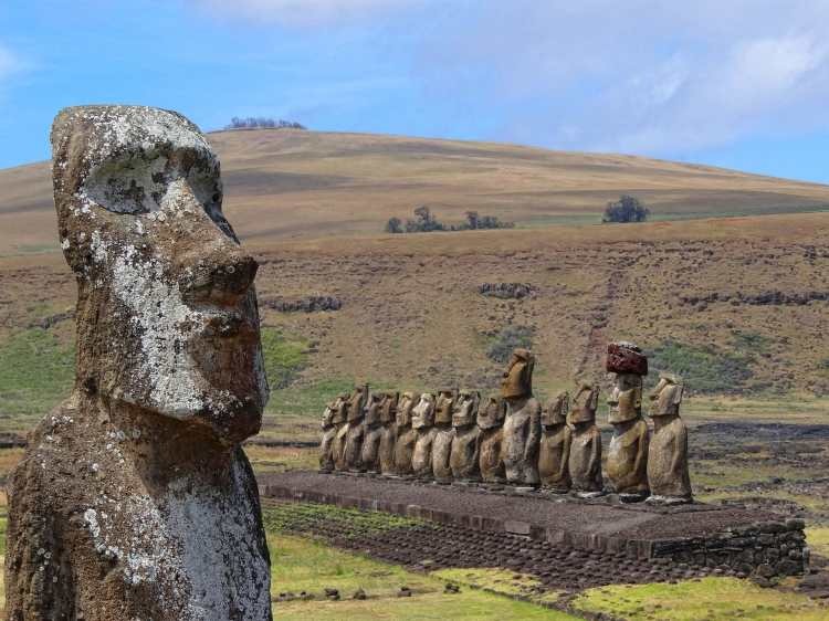 Ahu-Tongariki-and-Traveling-Moai.jpg