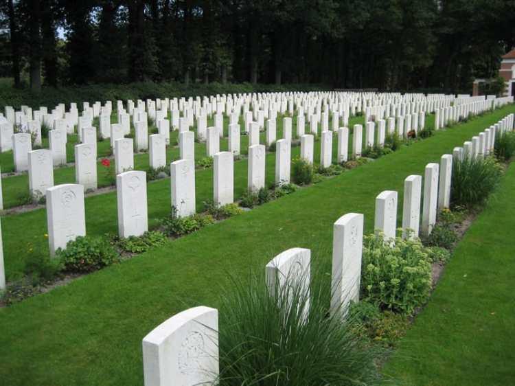 Airborne_Cemetery.jpg