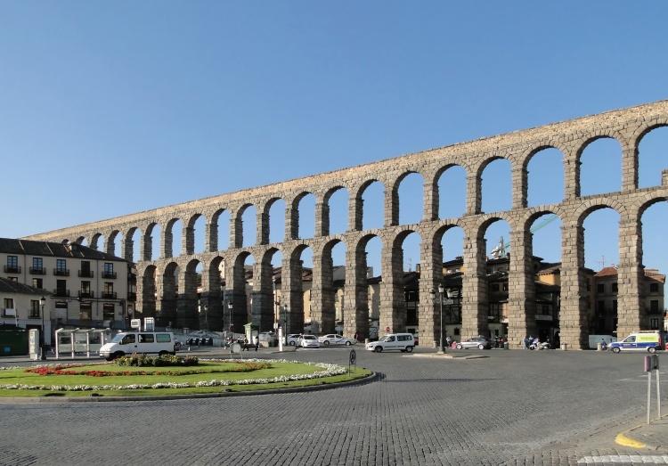 Aqueduct_of_Segovia_01