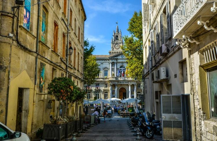 back-alley-in-avignon-france